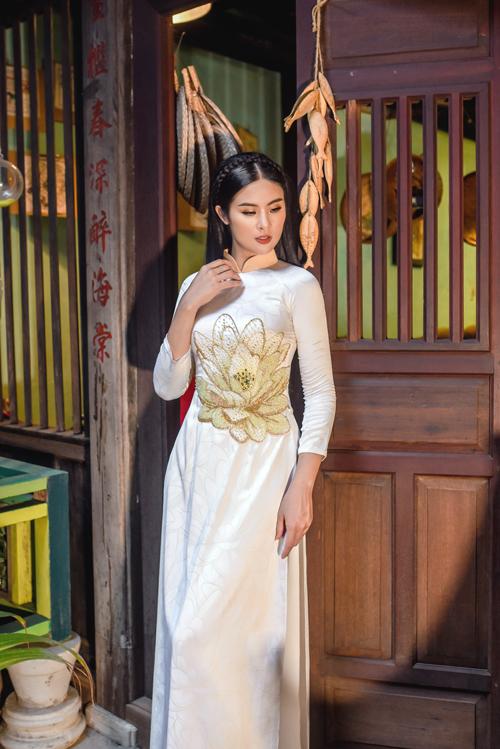 Vì ý nghĩ đó nên họ tiếtho sen thường xuất hiện trên tà áo dài củ phụ nữ Việt, đặc biệt là dịp qun trọng như hỷ sự.