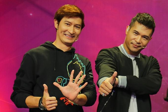 Huy Khánh và MC Trương Thế Vinh.
