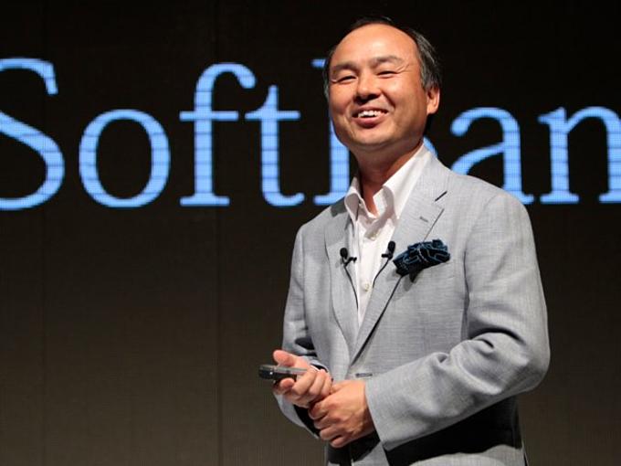 Softbank (13,3 tỷ USD):Tập đoàn công nghệ Nhật Bản đãthâu tóm nhiều cổ phiếu Uber từ những cổ đông khác nhau. Masayoshi Son, giám đốc điều hành Softbank và một tỷ phú người Nhật, biết tận dụng những trục trặc trong vấn đề quản trị Uberđể đem 16% công ty nàyvề quỹSoftBank Vision. Đến nay, họ nắm222,2 triệu CP Uber, tương đương 13,3 tỷ USD tiềm năng thu về. Ảnh:AP.