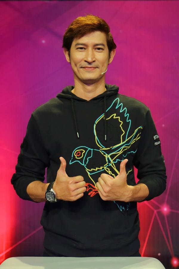 Huy Khánh cũng tham gia gameshow.