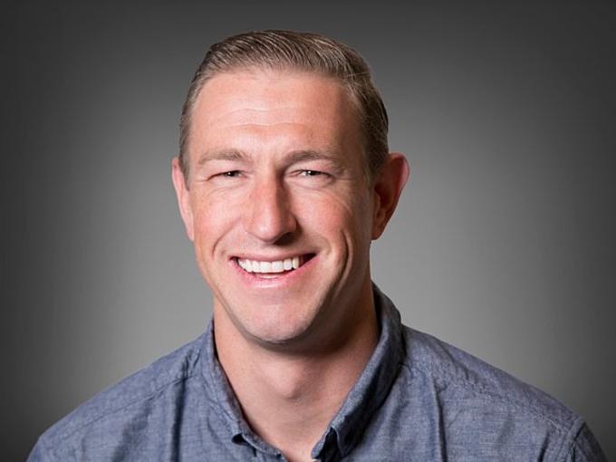 Ryan Graves (2 tỷ USD):Graves gia nhập Uber và trở thành nhân viên số 1sau khi chỉ trả lời một dòng tweet của Kalanick. Ông là CEO đầu tiên của Uber, trước khi Kalanick nhanh chóng thay thế. Graves vẫn nằm trong ban quản trị và hiệnnắm 33,2 triệu CP, ước tínhchuyển đổi đượcthành2 tỷ USD. Ảnh:Uber.