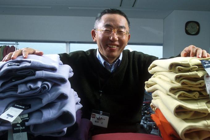 Cửa hàng quần áo độc đáo này đã nhanh chóng trở thành người khổng lồ trong lĩnh vực may mặc, thời trang của Nhật Bản, với những dòng sản phẩm hướng đến mọi đối tượng, thiết kế không phức tạp và mức giá phải chăng.Công ty của Tadashi Yanai gây ấn tượng đẩu tiên trên thị trường với sản phẩm tiêu biểu là áo khoác lông chim siêu nhẹ Uniqlo Ultra Light. Loại áo này đã nhanh chóng được nhiều hãng bắt chước và đưa ra thị trường với nhiều cái tên khác nhau. Với mức giá cạnh tranh, mẫu áo khoác của Uniqlo vẫn thu hút được rất nhiều đối tượng khách hàng, ngay ở thời điểm suy thoái kinh tế những năm 1990.
