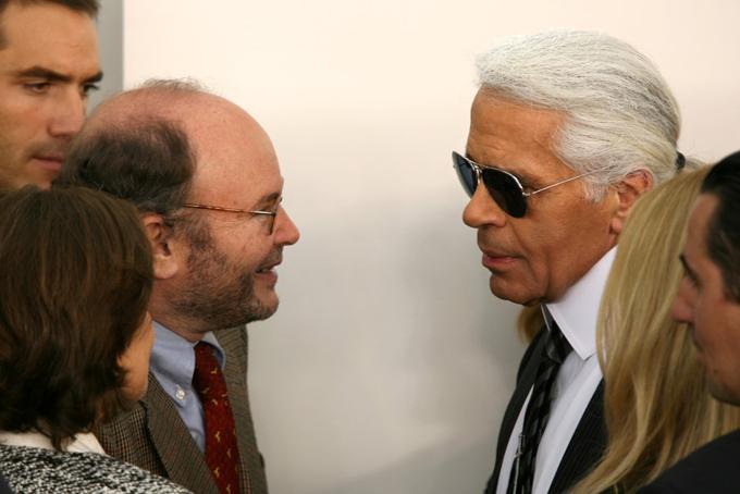 Năm 1983, anh em nhà Wertheimer mờiKarl Lagerfeld về làm giám đốc nghệ thuật của bộ phận thời trang Chanel.