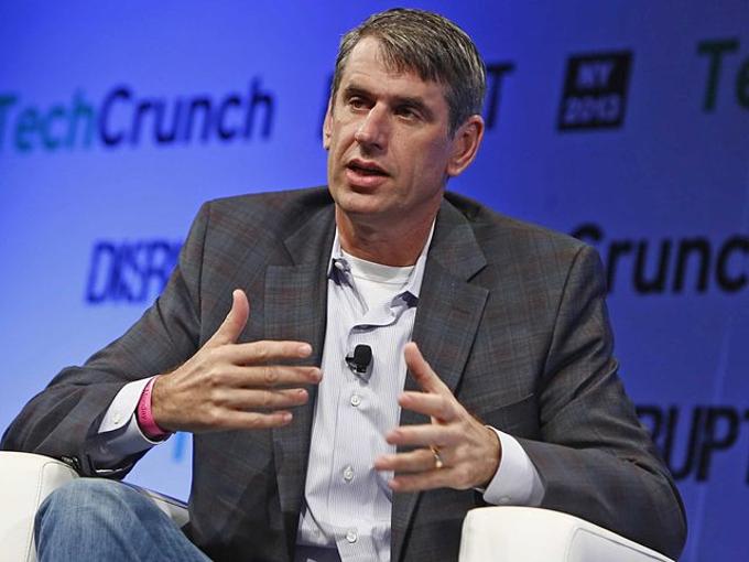 Benchmark Capital (9 tỷ USD):Bill Gurley đại diện vốn cho quỹ đầu tư hạng A, đi đầurót triệu USD vào startup chia sẻ hành trình Uber. 12 triệu USD Benchmark đổ vào đósau nàyđược định giá 7 tỷ USD.Benchmark bán bớt cổ phần Uber cho Softbank, nhưngvẫn đangnắm 11% startup. 150 triệu CP của họcó tiềm năng giá trị9 tỷ USD. Nhưng Gurley cùnglà một trong những lãnh đạo đã đẩy Kalanick đi, vàhiện đãđược thay thế bởi nhà đầu tư Matt Cohler. Ảnh: Brian Ach.