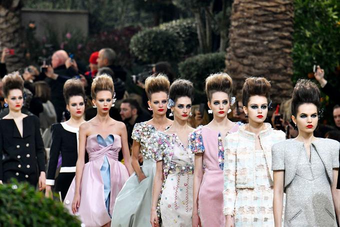 Anh em nhà Wertheimer không bao giờ tham dự khai trương cửa hàng Chanel và cũng không bình luận công khai về việc kinh doanh của hãng. Nếu họ tham dự một show diễn của Chanel, họ tự lái xe và ngồi ở hàng thứ ba hoặc thứ tư của ghế khách mời. Từ năm 2018 trở về trước, Chanel chưa bao giờ công bố doanh thu. Lần đầu tiên hãng này công bố doanh thu là vào năm ngoái sau 108 năm giấu kín, tổng doanh thu năm 2017 của hãng là 9,62 tỷ USD. Hiện cả hai anh em nhà Wertheimer đã gần 70 tuổi nhưng vẫn chưa cóthông tin nào về người kế nghiệp tiếp quản công việc kinh doanh của Chanel.