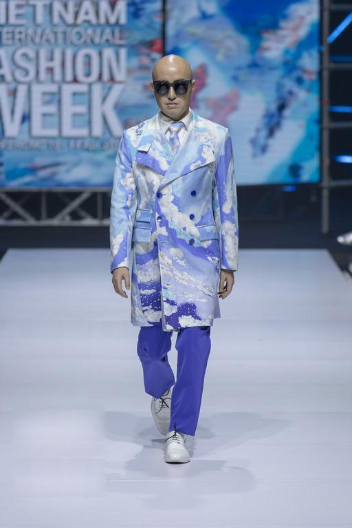 Lie SangBong được ca ngợi là huyền thoại thời trang Hàn Quốc bởi tài năng và những đóng góp của ông cho sự phát triển ngành công nghiệp thời trang tại xứ sở kim chi.