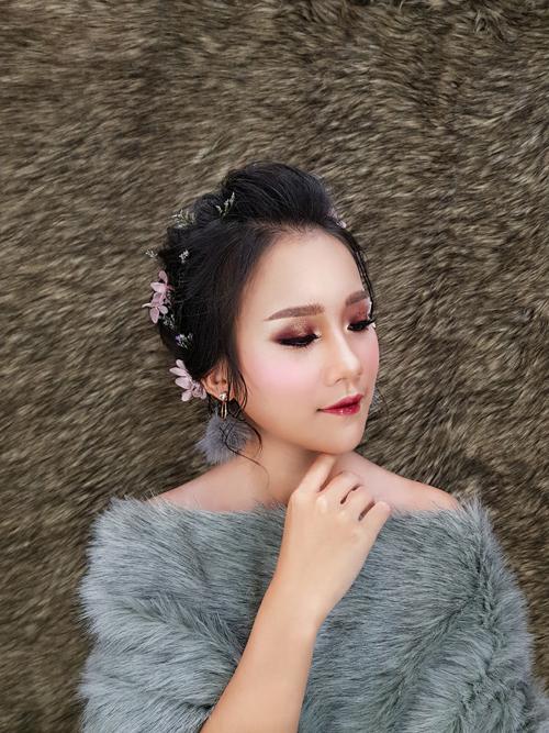 Bộ ảnh được thực hiện với sự hỗ trợ củ mkeup concept: Mi Wedding, mkeup rtist: Thúy Artist, photo: Khánh Nguyễn.