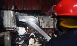 Chuyến đi Hà Nội khám bệnh của 3 mẹ con kết thúc trong nhà xưởng bốc cháy
