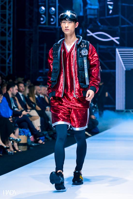 Những chiếc áo khoác túi hộp, quần túi hộp, phụ kiện cool ngầu cũng được Chung Thanh Phong giới thiệu trong bộ sưu tập này.