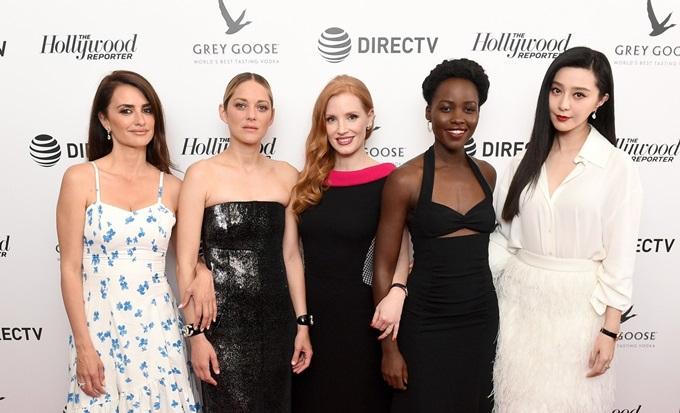 Penelope Cruz, Marion Cottilard, Jessica Chastain, Lupita Nyongo và Phạm Băng Băng (từ trái sang) dự một sự kiện năm ngoái.