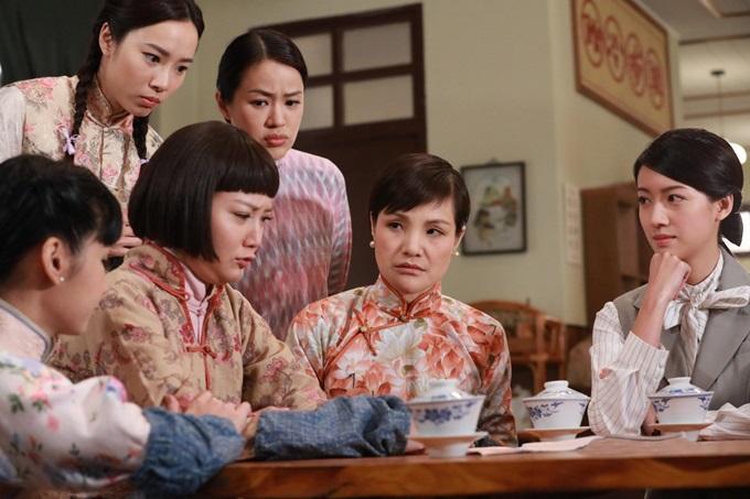Mã Đề Lộ (thứ hai từ phải sang) đóng phim Đại soái ca cùng Trương Vệ Kiện, Thái Tư Bối cuối năm ngoái.