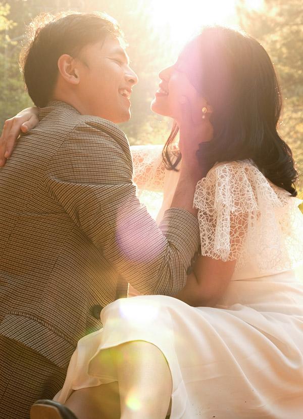 Tú Vi tiết lộ ông xã là người chồng tâm lý, hết lòng yêu thương và chăm sóc mẹ con cô rất chu đáo.