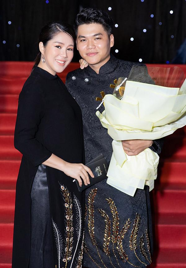 Lê Phương trông tươi tắn, đầy năng lượng khi mang thai ở tháng thứ năm. Cô được ông xã Trung Kiên tháp tùng đi xem show thời trang trong khuôn khổ sự kiện Vietnam International Fashion Week 2019 tổ chức tại TP HCM.