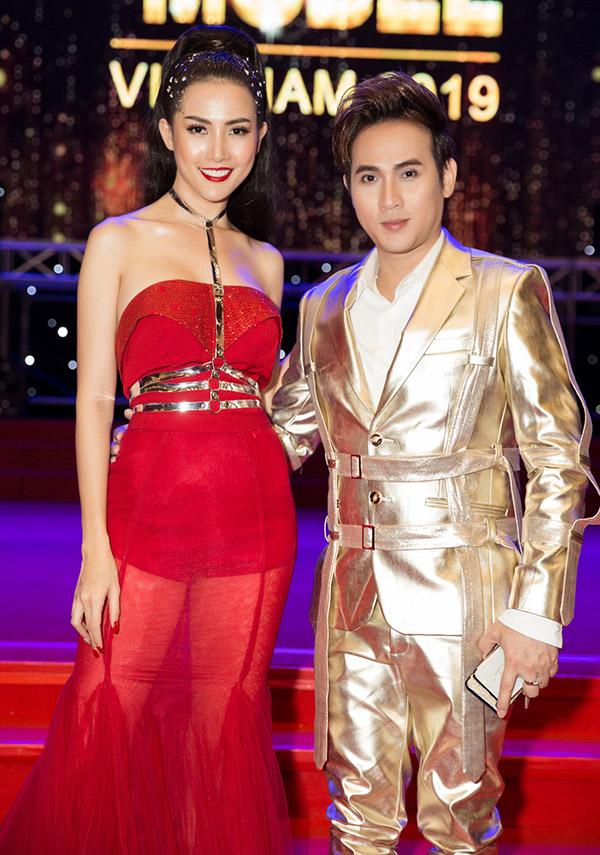 Phan Thị Mơ hội ngộ ca sĩ Nguyên Vũ trong chung kết cuộc thi Fitness Model 2019. Cả hai đều giữ vị trí giám khảo, chung tay tìm kiếm những gương mặt người mẫu triển vọng, xứng đáng đoạt ngôi vị cao.