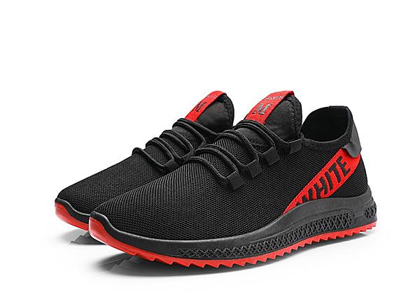 Thiết kế với đường nét đơn giản thích hợp cho phái mạnh, giày  thể thao Passo G187 có phần thân làm từ chất liệu vải cao cấp ôm lấy  chân, đế cao su tổng hợp với phần rãnh chống trơn trượt. Chốt đi dây  giày thiết kế lộ trên thân giày, với điểm nhấn trang trí đỏ cá tính,  trẻ trung g. Sản phẩm giá 129.000 đồng.