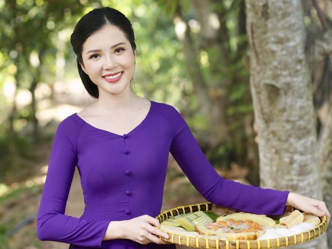 Lễ hội năm nay sẽ diễn ra từ ngày 12-16/4 với chủ đề Hương sắc phương Nam.Huỳnh Thúy Vi hy vọng cùng ban tổ chức đưa bánh dân gian Nam Bộ trở thành thương hiệu quốc gia, góp phần đưa ẩm thực truyền thống của miền Tây đến gần hơn với du khách trong nước lẫn quốc tế.