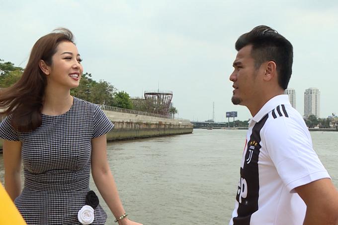 Giữa không gian thoáng mát của sông Sài Gòn, Thanh Bình chia sẻ nhiều câu chuyện cuộc sống. Anh kể bản thânđến với bóng đá vì mong muốn có sức khỏe, sau đó bắt đầu đam mê mãnh liệt.