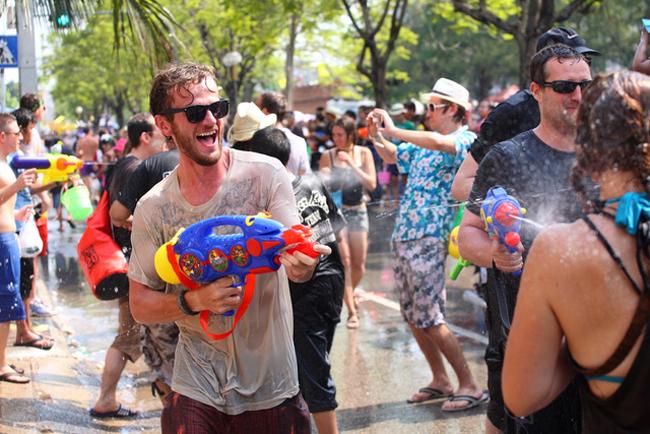 Sắp đến Tết té nước, lên kế hoạch đi Bangkok ngay và luôn