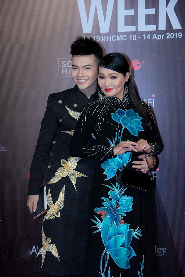Mai Phương, Ốc Thanh Vân mặc áo dài đôi đi sự kiện - 2