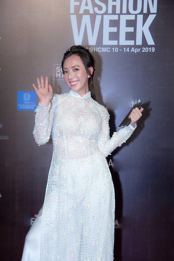 Mai Phương, Ốc Thanh Vân mặc áo dài đôi đi sự kiện - 3