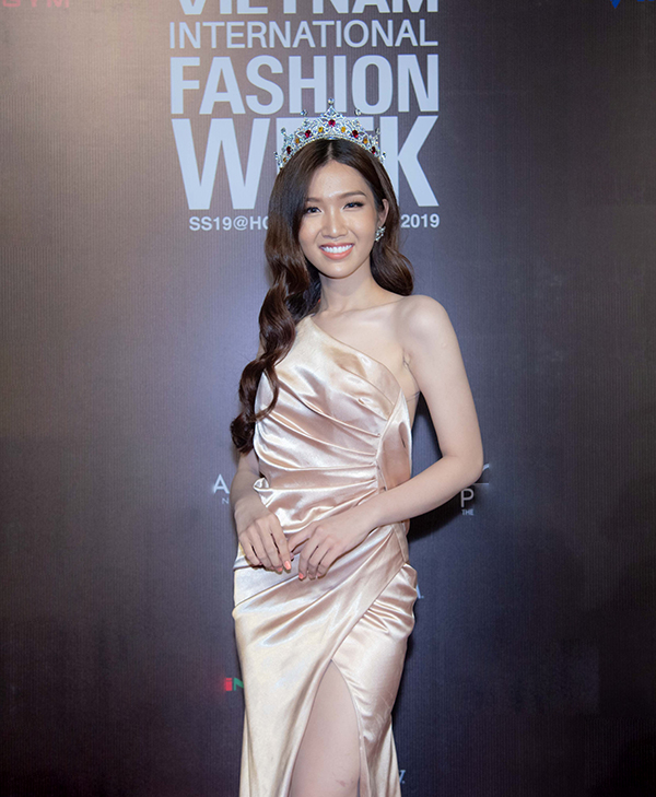 Mai Phương, Ốc Thanh Vân mặc áo dài đôi đi sự kiện - 6