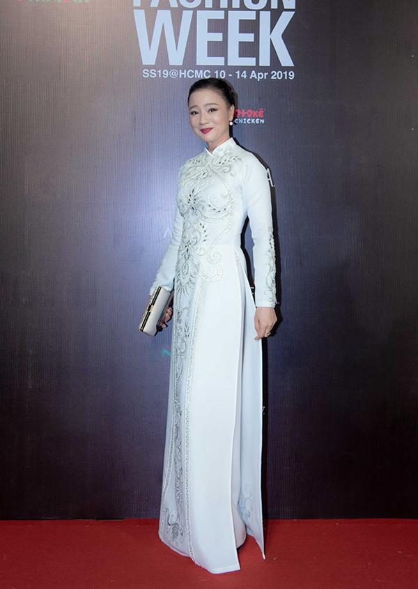 Mai Phương, Ốc Thanh Vân mặc áo dài đôi đi sự kiện - 7