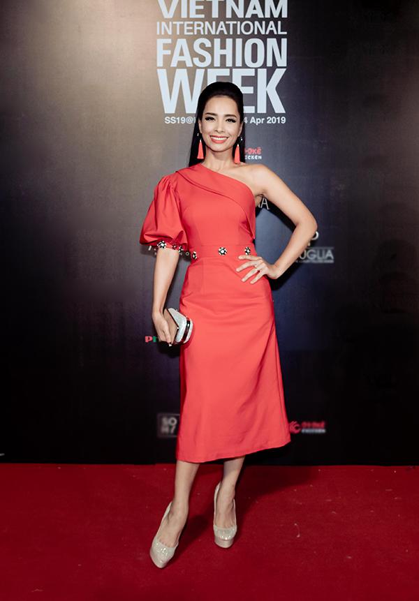 Mai Phương, Ốc Thanh Vân mặc áo dài đôi đi sự kiện - 11