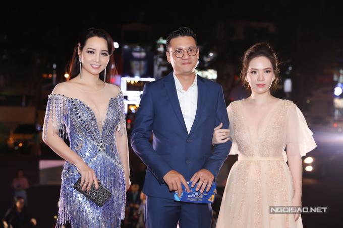 Mai Thu Huyền đi thảm đỏ cùng vợ chồng đạo diễn Khải Anh - diễn viên Đan Lê.