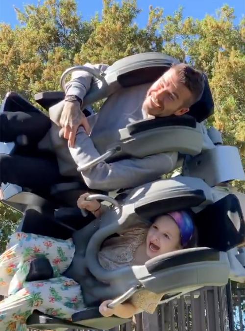 Becks quậy cùng con gái trong công viên - 8
