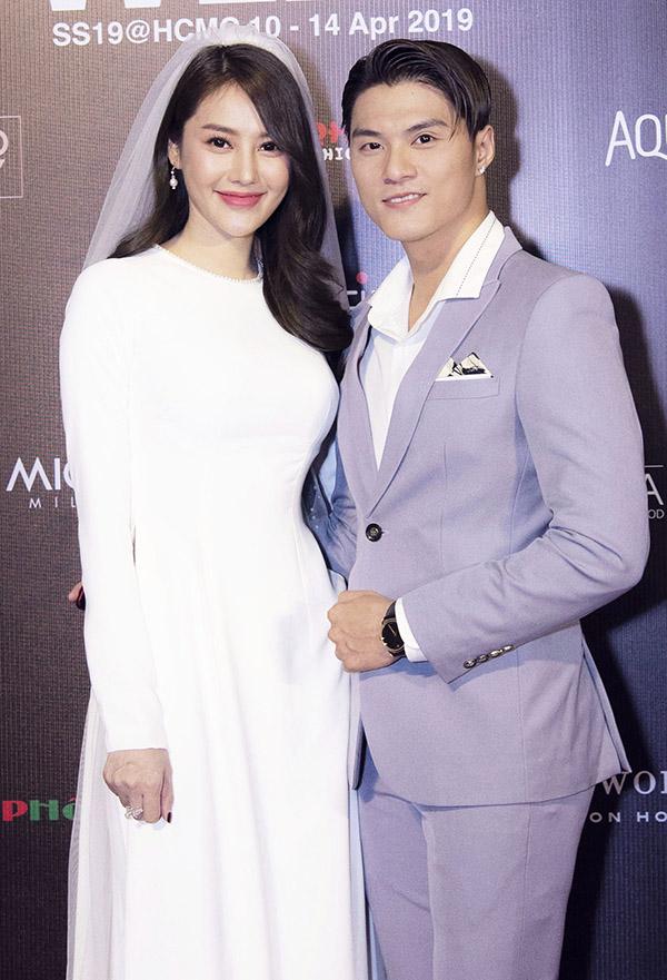Linh Chi tình tứ sánh đôi bạn trai Lâm Vinh Hải trong sự kiện tối 13/4.