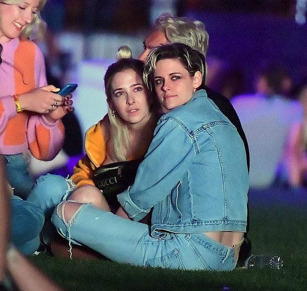 Nữ diễn viên Kristen Stewart đến cùng người tình đồng giới.
