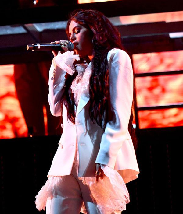 Selena Gomez trình diễn tại lễ hội.