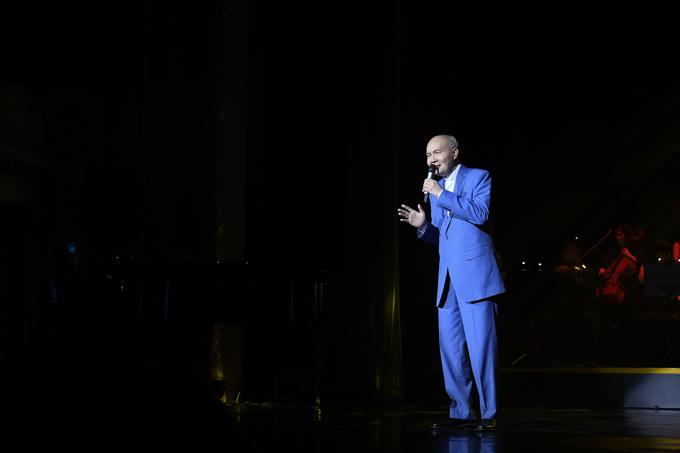 Từng ngưng hoạt động nhiều năm để làm từ thiện, hiện nay ông đã sáng tác trở lại vì muốn làm đẹp cho đời bằng những điệu âm nhạc.