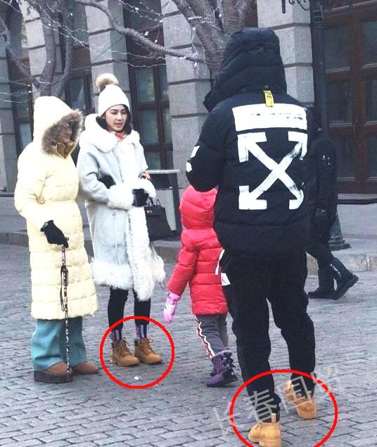 Hồng Hân và chồng trước dịp năm mới, khi đó hai người đi giày đôi, tình cảm mặn nồng.
