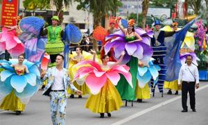 Người dân, du khách hào hứng thưởng thức Carnival đường phố ở Sầm Sơn