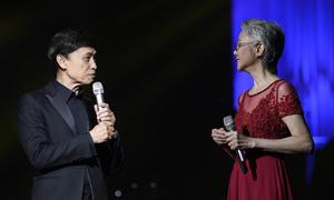 Tuấn Ngọc trêu chị vợ tập hát trong nhà tắm