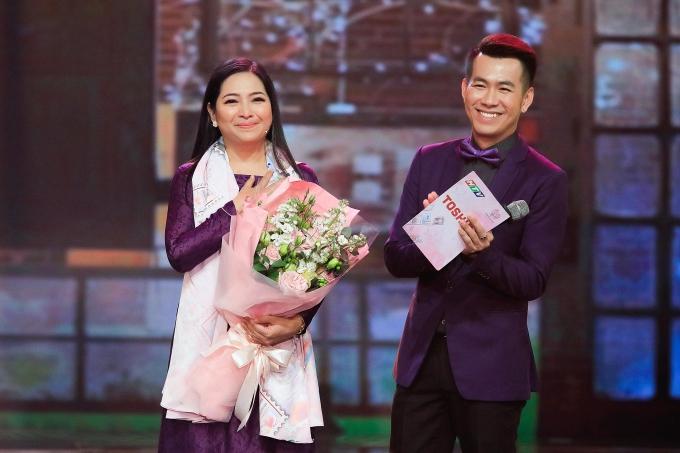MC Quỳnh Hương khóc chia tay Thay lời muốn nói - 2