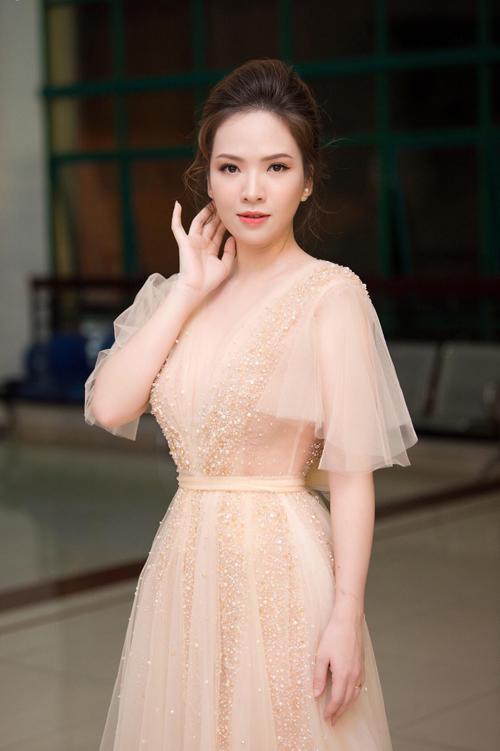 Cô dâu hiện đại không chỉ lự chọn áo cưới mng sắc trắng truyền thống nên những mẫu váy màu nude, hồng pstel ngày càng được ưu chuộng.