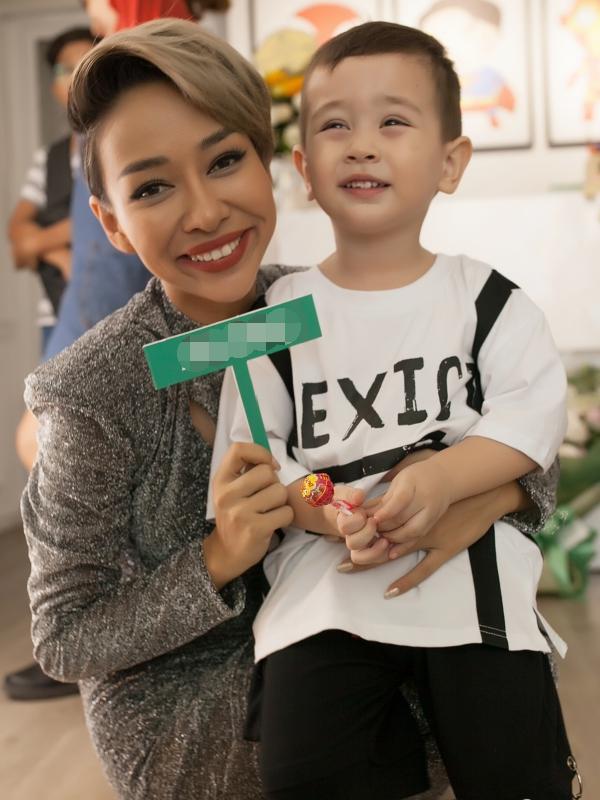 Thảo Trang cũng học cách tiết kiệm, chuẩn bị một tương lai tốt nhất cho thiên thần nhỏ.