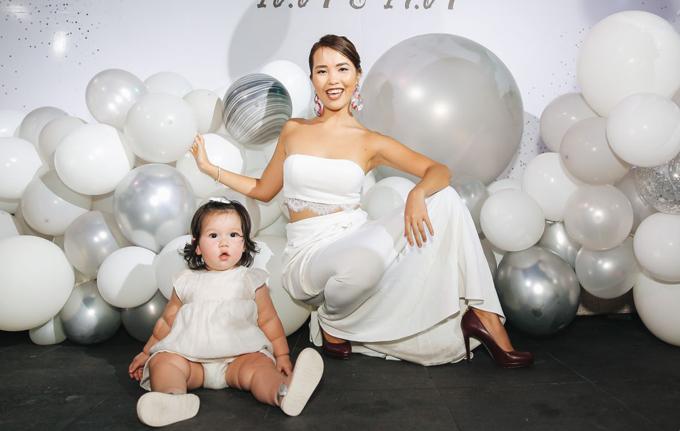 Hà Anh và em gái mở tiệc sinh nhật chung - 6