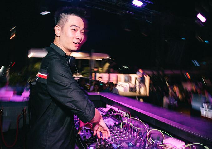 DJ Slim V mang tới những bản hòa âm tiệc tùng sôi động, cuồng nhiệt.