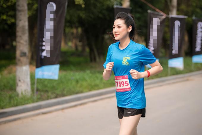 Tú Anh đang tích cực để lấy lại vóc dáng thon thả như thời son rỗi. Việc tham gia vào giải chạy cuối tuần qua cũng là cách để cô vừa giảm cân vừa rèn luyện sức khoẻ.
