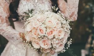 Cô dâu tự bó hoa cầm tay với giá chưa đến 250 nghìn đồng