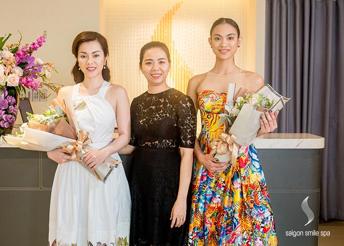 Mới đây, tân hoa hậu (trái) cùng Hoa hậu Việt Nam Quốc tế Hứa Vân Khương có nhiều hoạt động tại Việt Nam. Dịp này, Jacqueline Paras cũng tớiSaigon Smile Spa chăm sóc vóc dáng, làn da đểcó hình ảnh đẹp trong suốt chuyến đi.