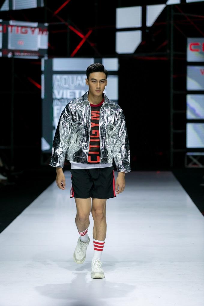 Hai tông màu chủ đạotạo tương phản mạnh mẽ làđỏ và đen, Wuan Phan đem đếnnhững trang phục thể thao đa dạng. Bên cạnh đó, sự xen lẫn những sắc trắng mang đến cảm giác khỏe khoắn, năng động đúng với tinh thần thể thao.