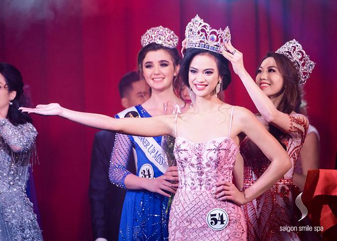 Với diện mạo thu hút cùng phần thể hiện được đánh giá caosuốt hành trình dự thi, Jacqueline Paras - cô gái trẻ người Philippines đã đăng quang ngôi vị Miss Golden World 2018. Tân hoa hậu được đánh giá cao về vẻ đẹp hình thể, gương mặt đẹp và bản lĩnh.