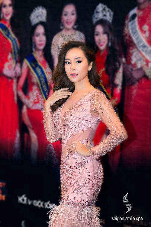 Với gần 15 năm kinh nghiệm trong lĩnh vực chăm sóc sắc đẹp,Chủ tịch hệ thống Saigon Smile Spa Trần Thu Thủy còn có nhiều tư vấn hữu ích khác cho người đẹp đến từ Philipine. Cô cũng là giám khảođêm chung kết cuộc thi Ms Golden World 2018 tại Philadelphia, Mỹ.