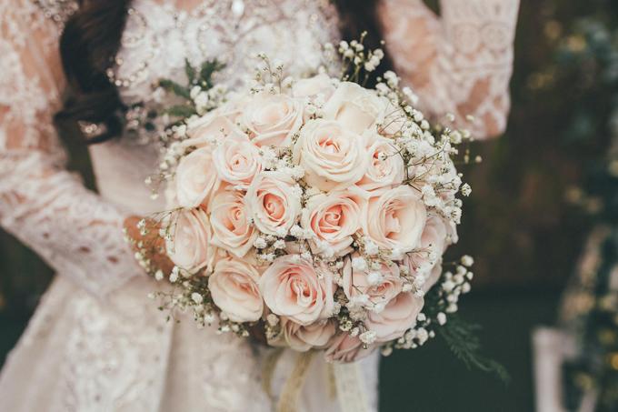 Bó hoa cầm tay của Mỹ Giang đẹp không thua kém ngoài tiệm.