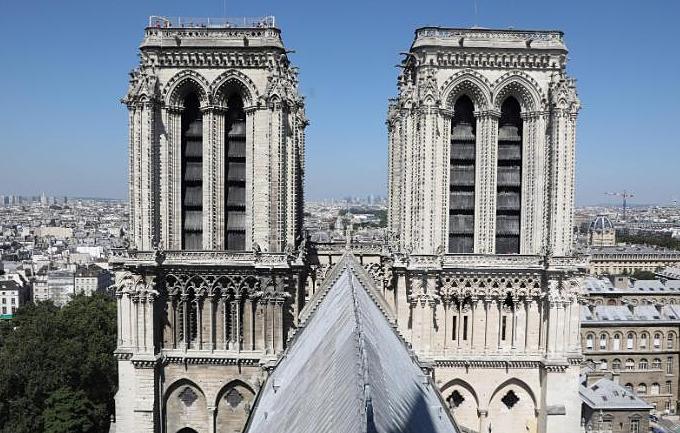 Tháp chuông đôi củaNhà thờ Đức Bàlà kiến trúc cao nhất nước Pháp tới khi thápEiffel được khánh thànhcuối thế kỷ 19. Bộ tháp được xây xong giai đoạn1240-1250. Ảnh:AFP.