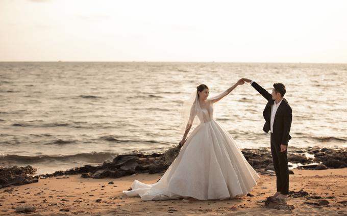 Lê Hà và chồng sắp cưới đã có hai năm tìm hiểu trước khi tiến tới hôn nhân. Chồng sắp cưới của Lê Hà là Võ Trần Trung Hiếu (27 tuổi, chủ chuỗi cửa hàng trà sữa).Uyên ương đã có với nhau con gái đầu lòng tên Bào Ngư.